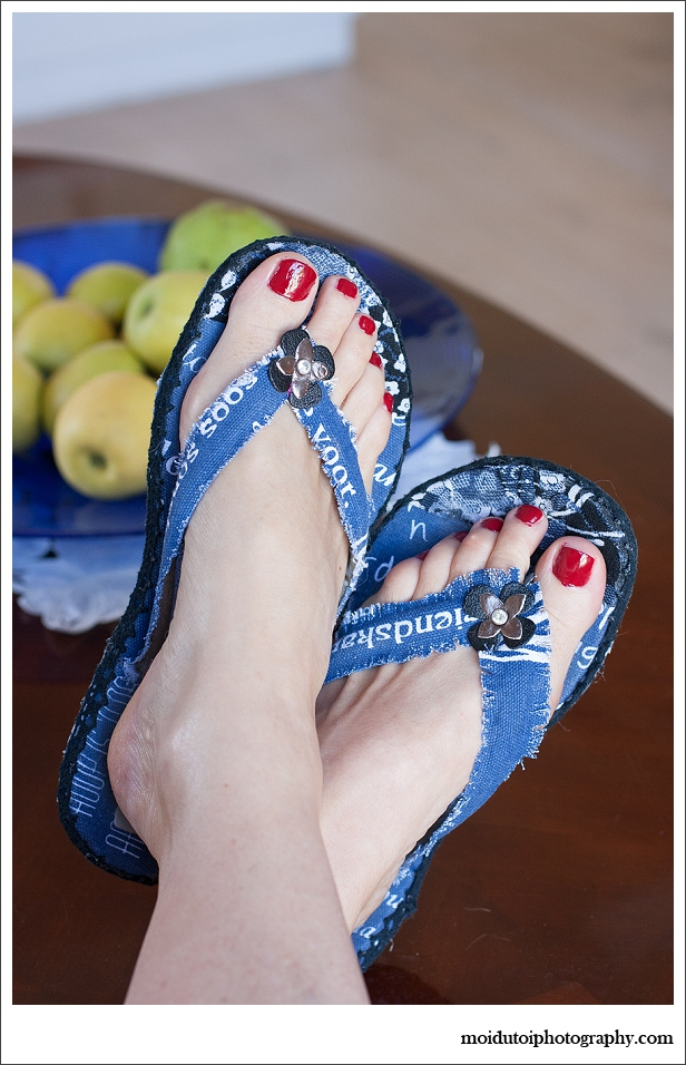Essie nailpolish, painted toenails, moi du toi photography