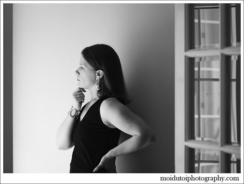 chiaroscuro, portrait, woman at window