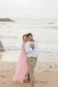 Garden route newborn photographer moi du toi shares 3 tips on how to prepare for your maternity photo session. Sweet couple snuggling together at Buffelsbaai beach during a maternity photoshoot.
