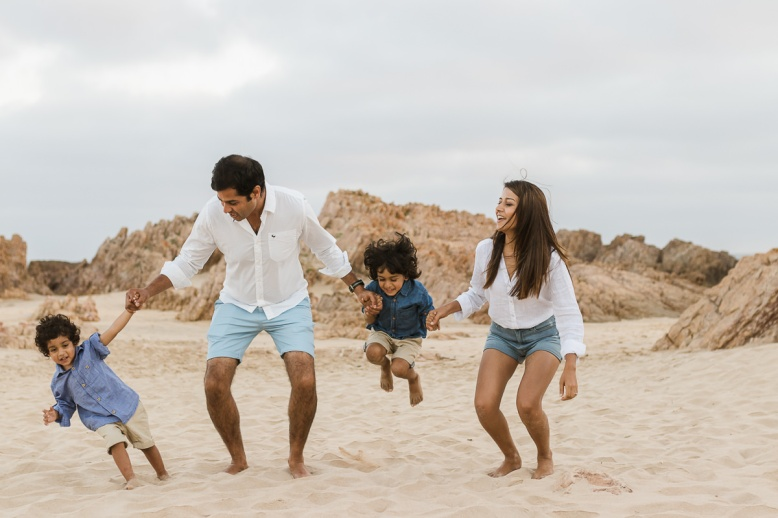 sedgefield photographer moi du toi gives 3 tips on preparing for a family photo sessions at buffelsbaai beach