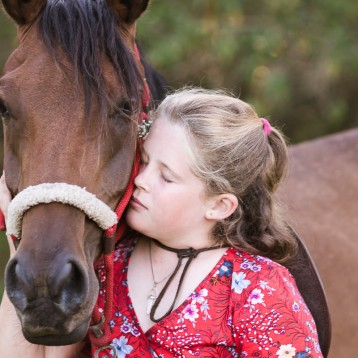 Garden Route photographer moi du toi sunset equine photo shoot session with teenagers and horses in Sedgefield