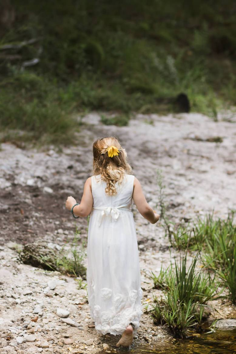 outdoor weddings photos taken near a river at Hoekwil Garden Route during a wedding shoot with moi du toi photography