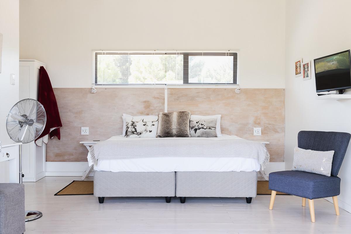 Bedroom real estate bnb photo shoot at Equleni sedgefield garden route photographer moi du to