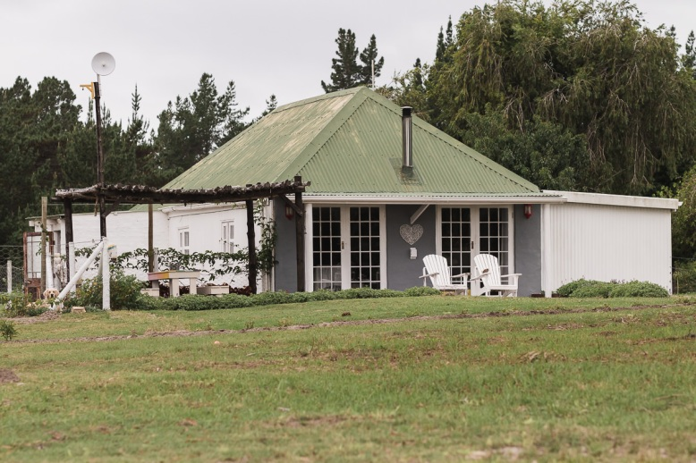 Cabin real estate bnb photo shoot at Equleni sedgefield garden route photographer moi du to