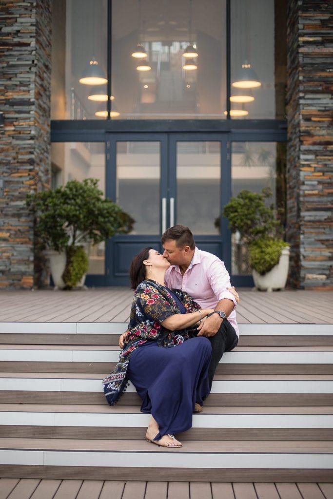 couple kissing family photo shoot brenton on sea knysna