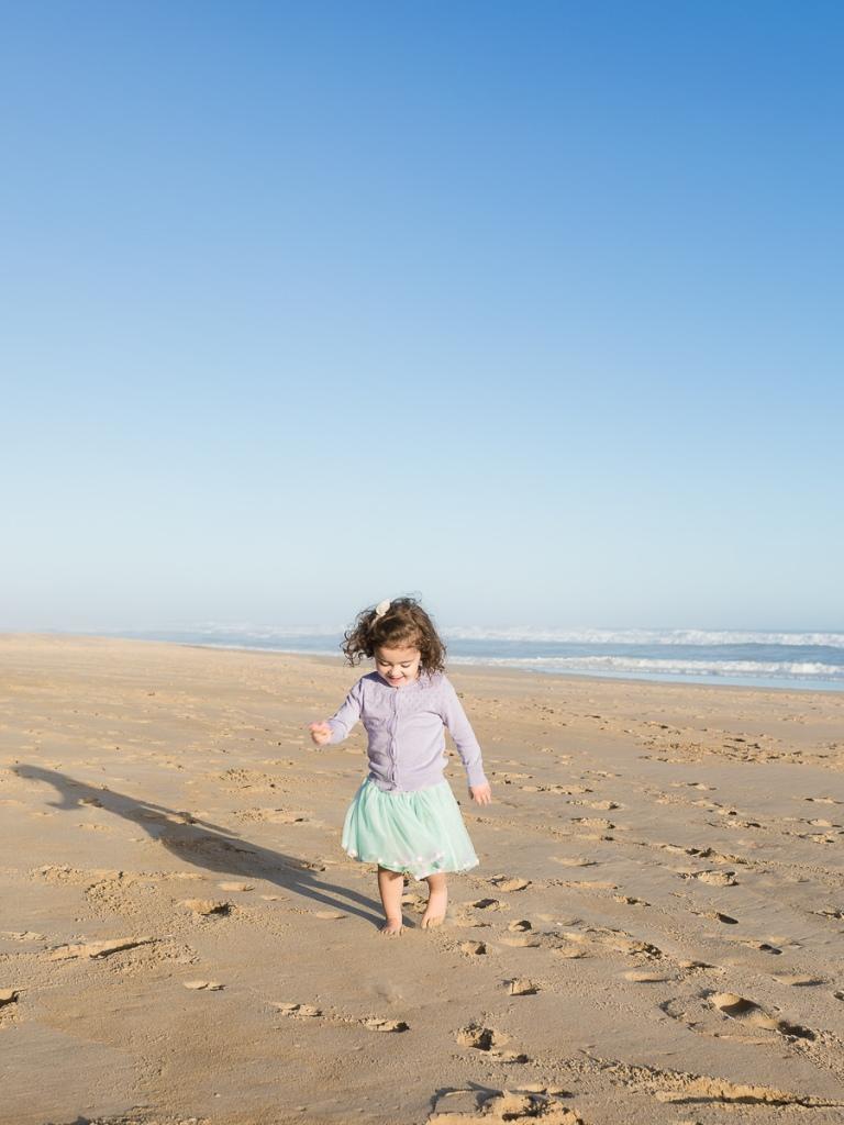 little girl running on beach sunset family photo session at Myoli Beach Sedgefield photographer moi du toi