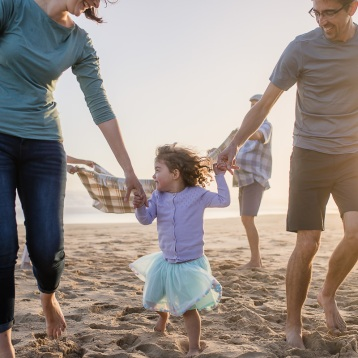 parents and little girl sunset family photo session at Myoli Beach Sedgefield photographer moi du toi
