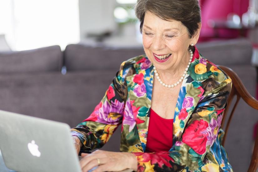 woman sitting pose laughing personal branding photo session knysna