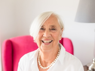 woman smiling sitting pose personal branding photo session knysna